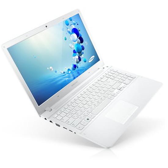 PC portable Samsung Série 3 NP370R5E-A01FR