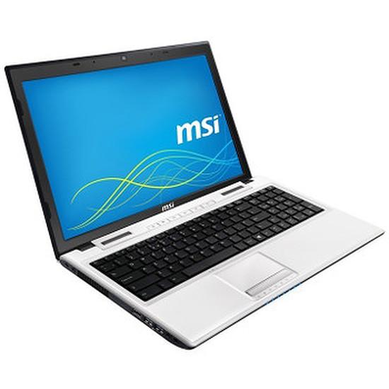 PC portable MSI CX61 2QF-1649XFR - i5 - 500 Go - 940M - Sans OS