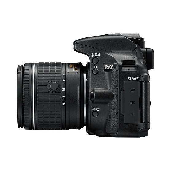 Appareil photo Reflex Nikon D5600 + AF-P 18-55 VR - Autre vue