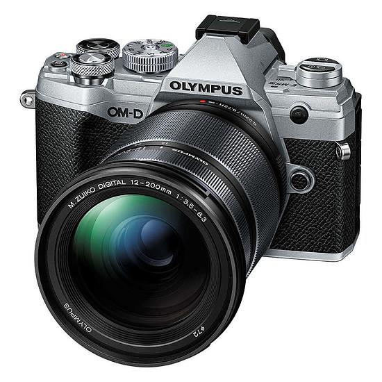 Appareil photo hybride Olympus E-M5 Mark III Argent + 12-200 mm Noir
