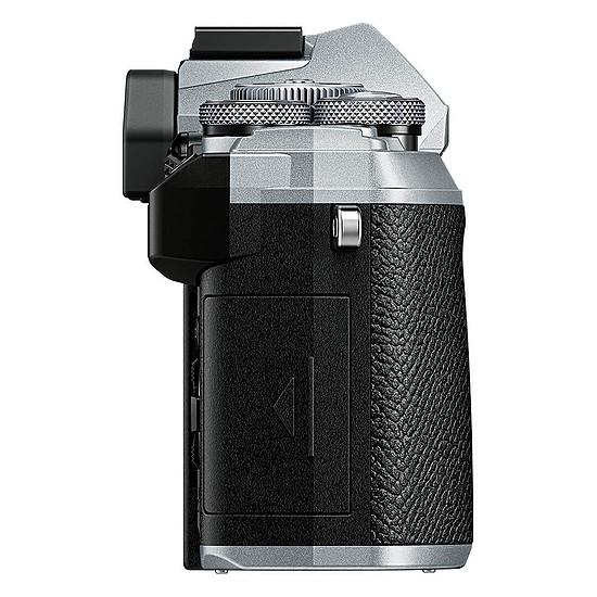 Appareil photo hybride Olympus E-M5 Mark III Argent + 12-40 mm Noir - Autre vue